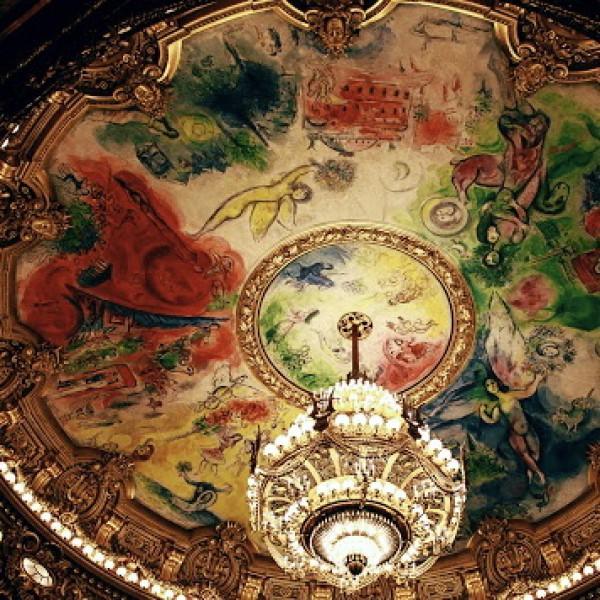 Какой художник расписал потолок Оперы Гарнье в Париже?