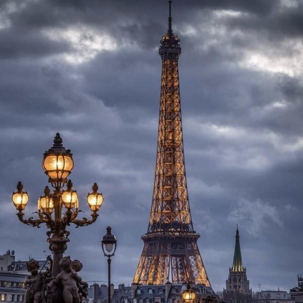Каков был изначальный цвет Эйфелевой башни?