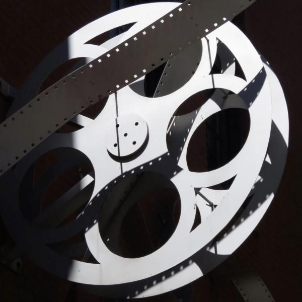 Как называется французская премия в области киноискусства, являющаяся аналогом голливудского Оскара?