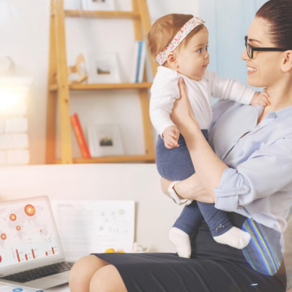 Короткие декреты, вовлеченные отцы, отказ от ГВ. Карьера молодой мамы в Европе