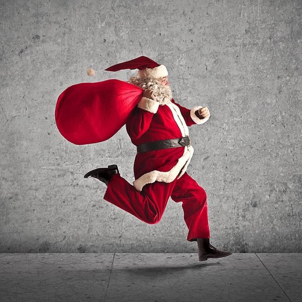 Как Санта Клаусы готовятся к Рождеству в пандемию